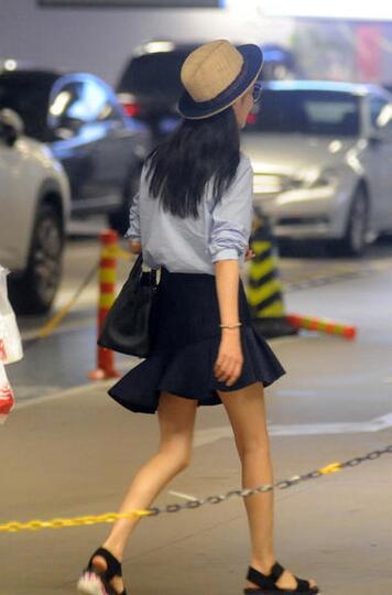 佟丽娅当妈后反而更瘦 一双筷子腿堪比郑爽(组图)