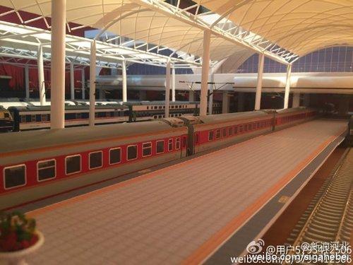 石家庄19岁学生制火车站模型 用了400个小时造型逼真(组图)
