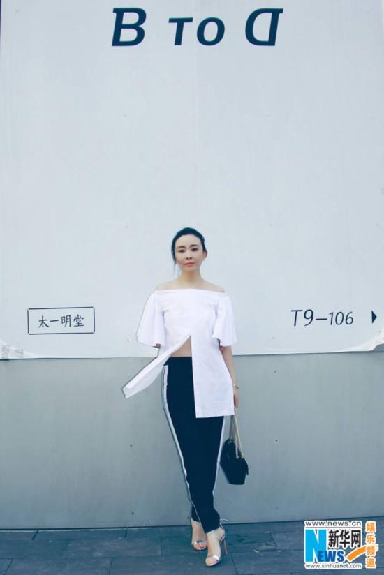 刘威葳秋日白衣街拍散发女妖a白衣曝光熟女气性感招架不住眼神图片