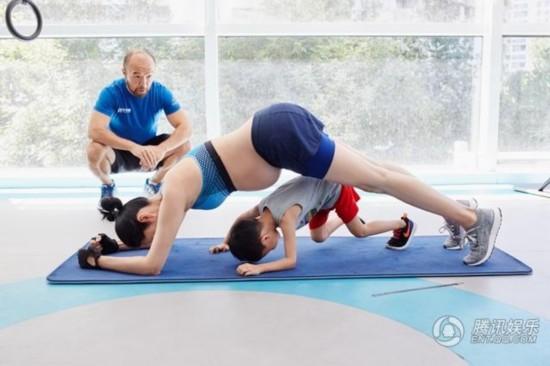 姚晨又双����锻炼了,带两个宝宝还挺八月孕肚_娱乐_腾讯网
