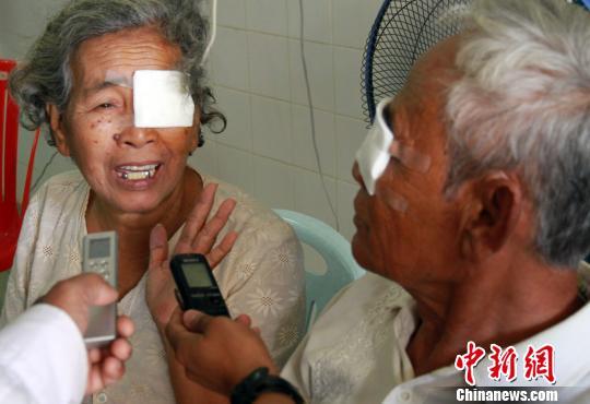 海南柬埔寨光明行眼科专家高超技艺感动柬埔寨患者