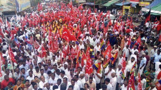 印度1.8亿工人罢工 要求涨工资