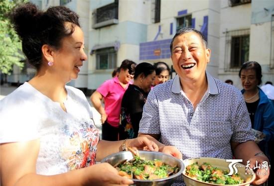哈密市伊州区社区举办美食大赛迎中秋佳节(组图)