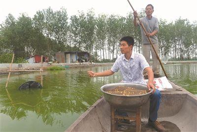 泰州溱湖蟹农达数百户 政府为其建销售中心