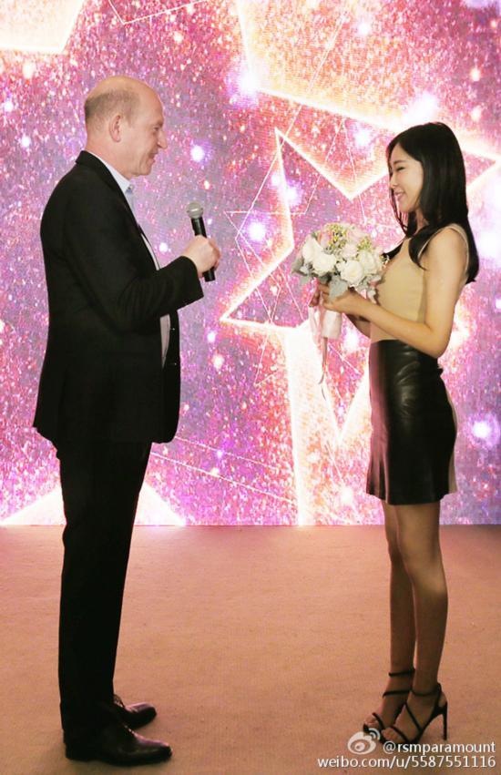 最美篮球主播嫁大17岁好莱坞影业大佬