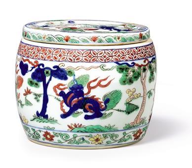 明万历 五彩瑞兽纹盖罐    《大明万历年制》款    径 14.6 公分