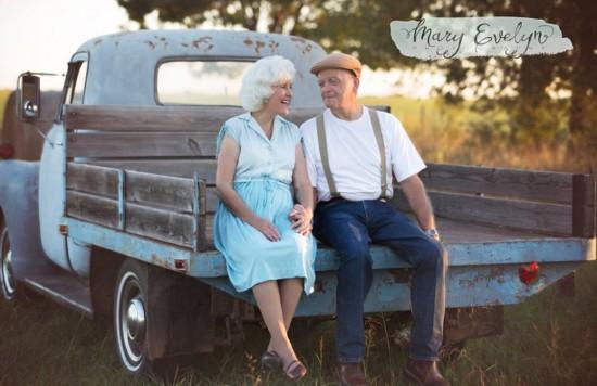 美国老夫妻拍浪漫照 称长久婚姻多示爱