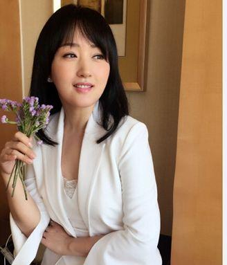 杨钰莹穿粉衣网友似女生初中表白岗岗:女神好的自拍少女凉鞋图片