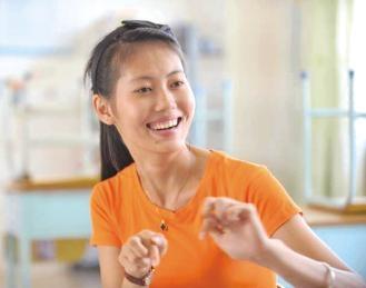 聋哑女孩大学毕业后回海南当美术老师