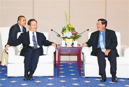 栗战书会见柬埔寨首相洪森
