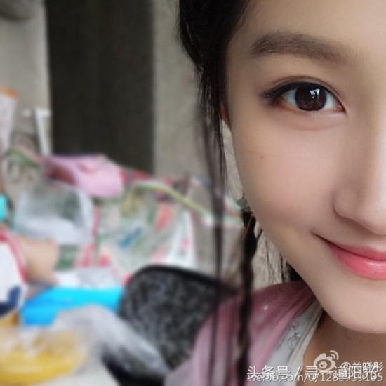 女星自拍半张脸:赵丽颖萌杨幂帅小s搞怪