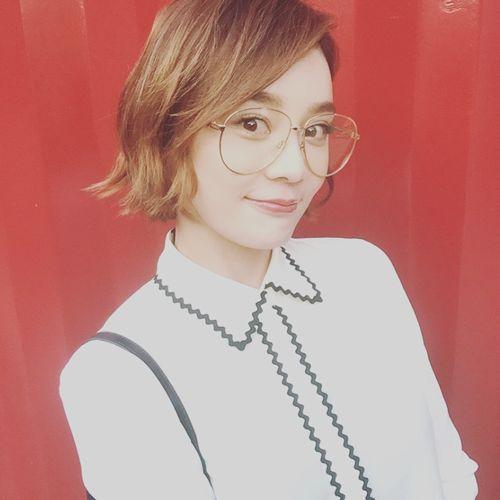 刘诗诗宋茜唐嫣的眼镜妆,时髦又好看