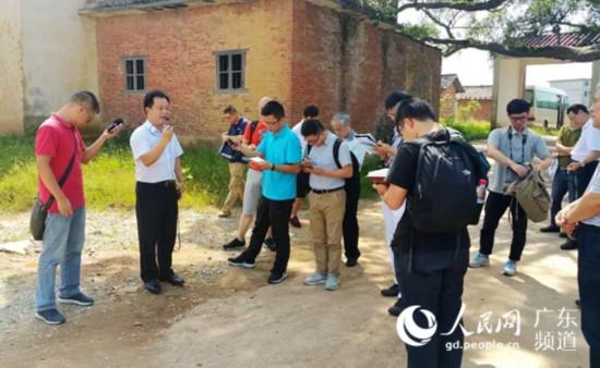 采访团走进田心村。