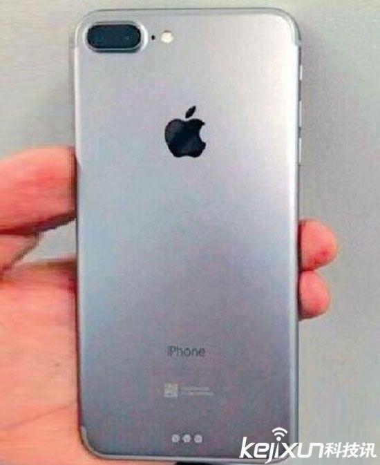 当然,iPhone7并不是孤立存在的,此前苹果方面就曾表示,iPhone7将会是一个系列产品,包括iPhone7Plus、iPhone7Pro等多个型号新机,并且每款新机都将各具特色,iPhone7只是一个基本款,外观与iPhone6s并无特别大的差别,背部会采用单摄像头,屏幕尺寸为4.7。   而iPhone7Plus将会配备背部双摄像头,并且存储容量也会更大,128GB的存储空间此次很有可能会出现。不过iPhone7作为苹果今年重点推出的新机型,只是在外观配置上做做表面功夫显然不够,大家更为期待