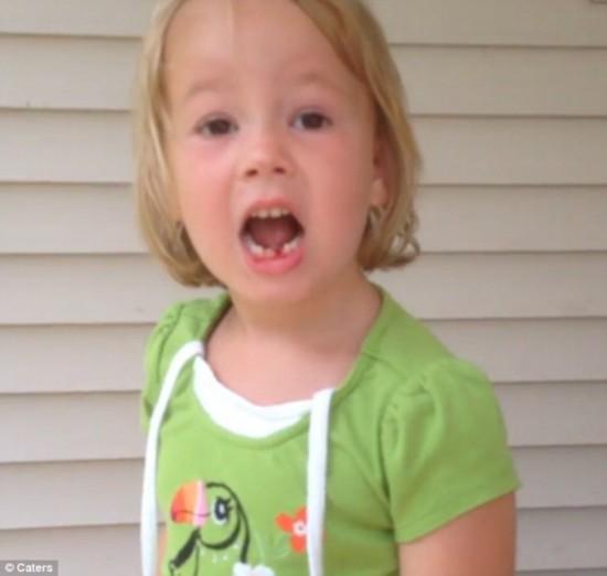 女生惊人!美5岁弓箭用勇气给自己拔牙--江西频图片下面摸女孩图片