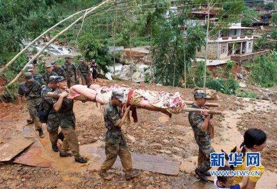 福建泉州:众志成城 抢险救灾
