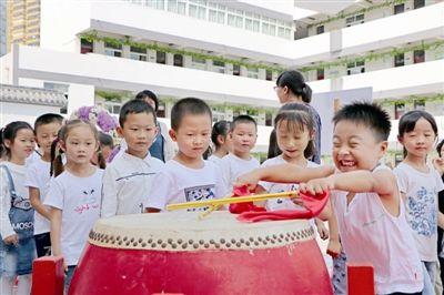 """泰州姜堰区一小学为新生举行传统""""开笔礼"""""""