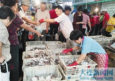 """大连海鲜市场越来越""""鲜"""""""