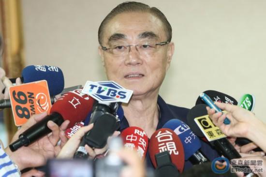 台防务部门负责人冯世宽给自己打百分 网友讽:总分3000