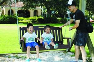 沙溢父子加盟《爸爸4》 晒两个儿子玩乐照