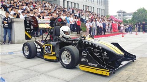 常理工学生研发第三代方程式赛车 成本20万元图片