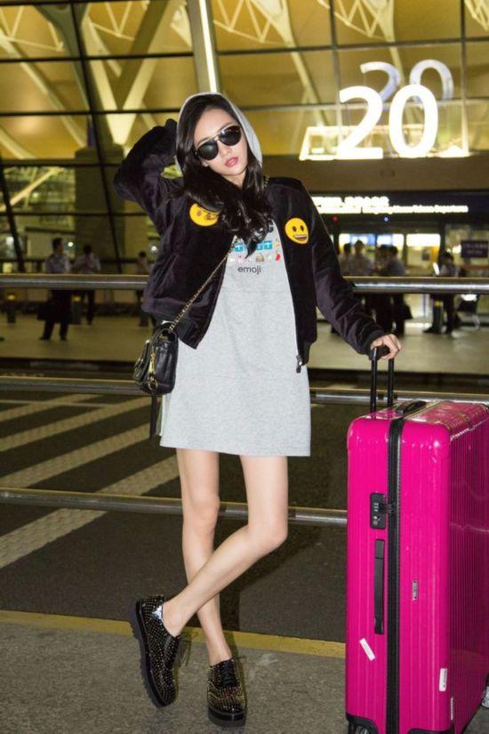 王鸥俞飞鸿征战米兰时装周 机场街拍长腿抢镜有秘诀