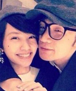 李荣浩首次公开恋情 曝光与女友相处细节 李荣浩女友是谁?