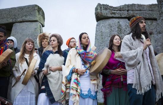数百教徒集聚英国巨石阵庆祝秋分