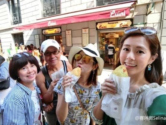 Selina一家四口赴欧洲旅游:家人的心贴近了
