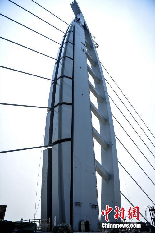 港珠澳大桥主桥全线贯通 建成后珠港两地通行约30分钟车程