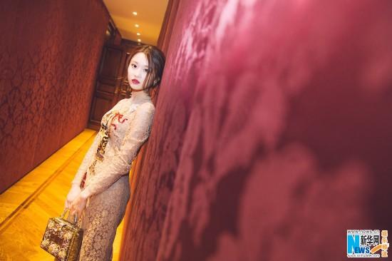 张慧雯首次亮相米兰时装周 化身古典俏佳人