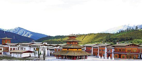 国庆正式营业     鲁朗商业街的设计将藏式建筑风格和现代商业用途图片
