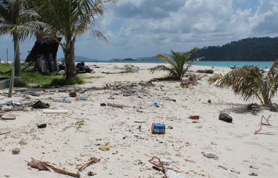 英夫妇泰国旅游被坑 迷人海岛变垃圾岛