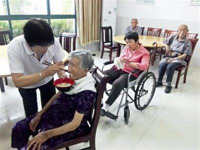泰州市海陵区试点政府补贴助老餐浴点