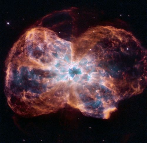 """哈勃望远镜拍恒星""""绝唱"""":死亡之舞如蝴蝶蹁跹"""
