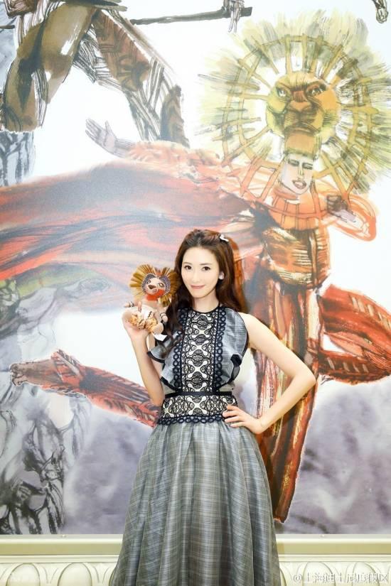女神林志玲现身迪士尼 优雅复古似童话公主