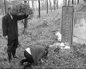 江苏句容农民夫妻自费为无名烈士修墓年年祭扫