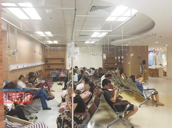 南宁医院急诊室人满为患 70个病号里20个是拉肚子
