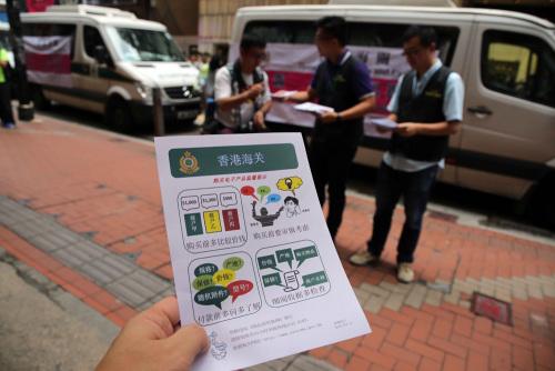 """香港海关巡查旅游购物区药房""""斤变�I""""骗案减77%"""