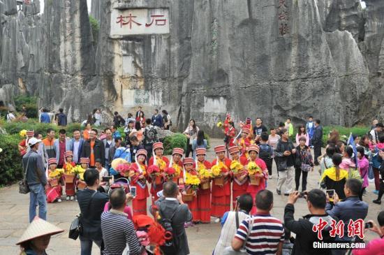 國慶假期次日出游人數上升 旅游接待人數超1億人次
