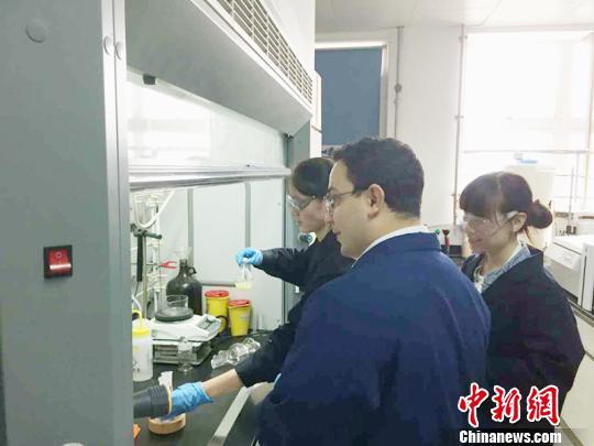 """新晋化学诺奖得主弗雷泽在中国有个""""天大""""计划"""