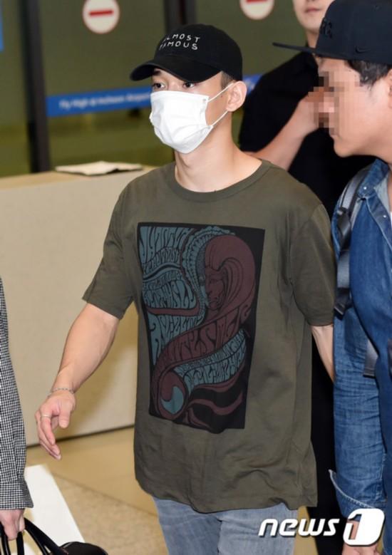 EXO结束日本演唱会行程返韩 成员素颜现身机