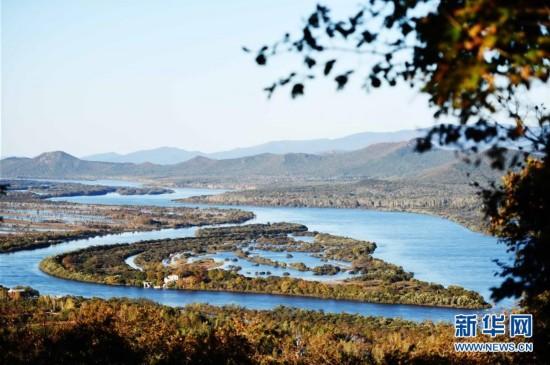 位于黑龙江省虎林市的珍宝岛秋色(9月28日摄).