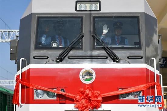 中国标准中国装备 非洲首条电气化铁路通车(图)
