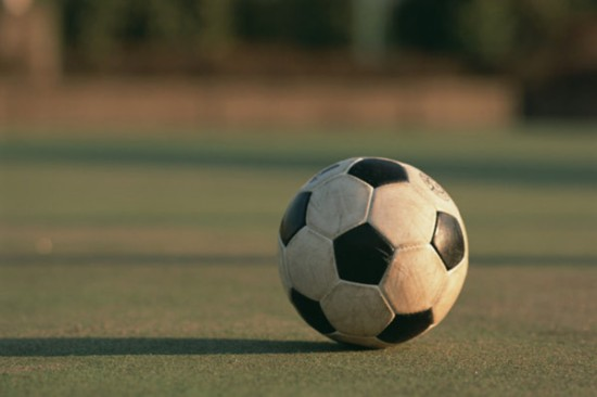 广州 小学生打假球 事件追踪:缘何射向自家球门