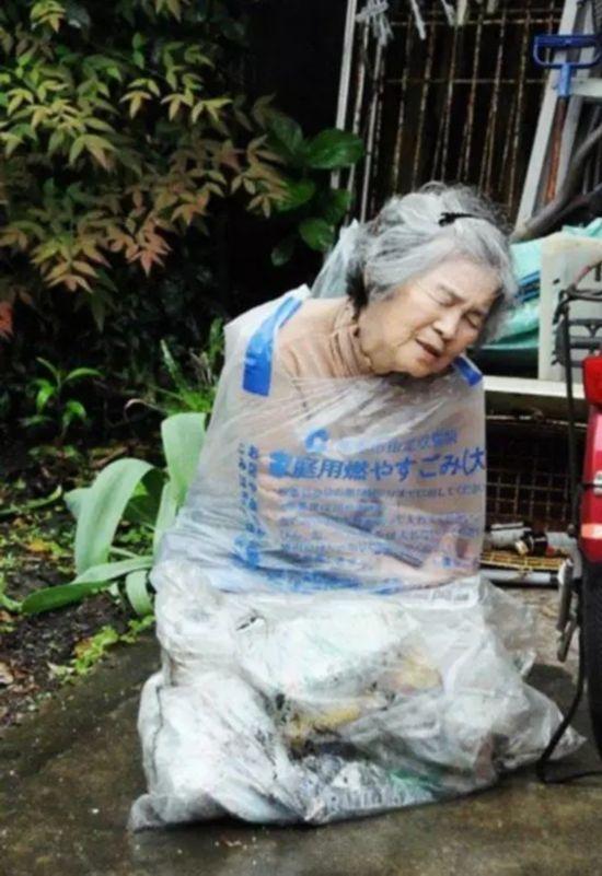 国产偷拍老太太自慰_88岁老奶奶一生折腾自己终成网红