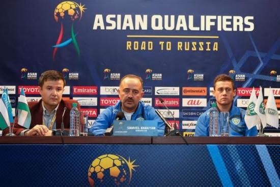 (体育)(1)足球――世预赛:乌兹别克斯坦队举行赛前新闻发布会