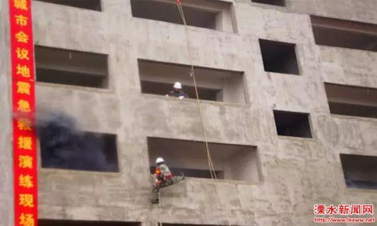 南京溧水大金山举行地震演练 模拟楼层救援