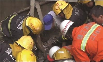 镇江扬中一在建民房坍塌 3人被埋2人不幸身亡