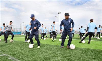 南通海门举办首届足球种子教练培训班--人民